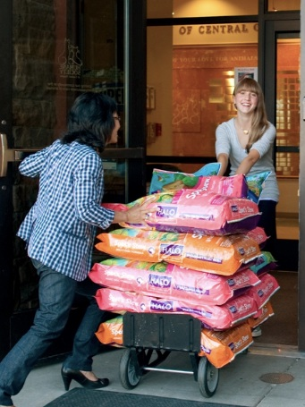 Mimi helps deliver one of the first donations to the Humane Society of Central Oregon.